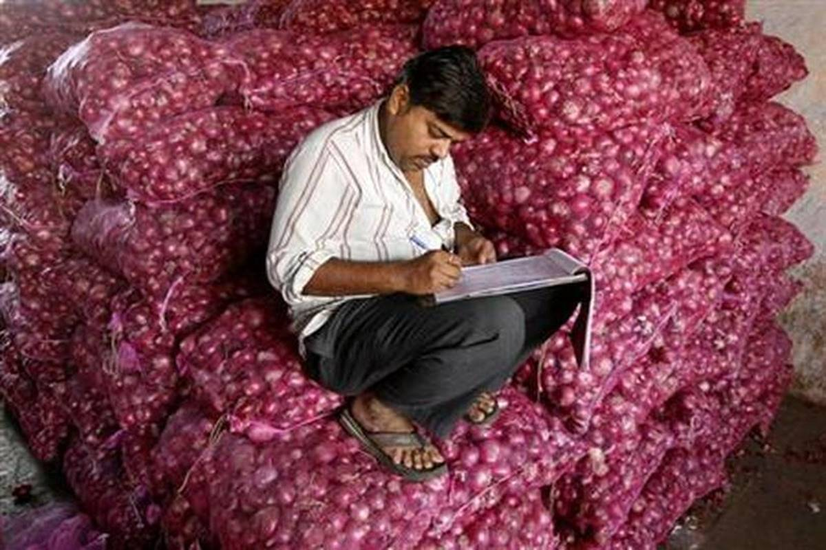 Govt's another move to rein in soaring onion prices; stock limit imposed on wholesellers, retailers