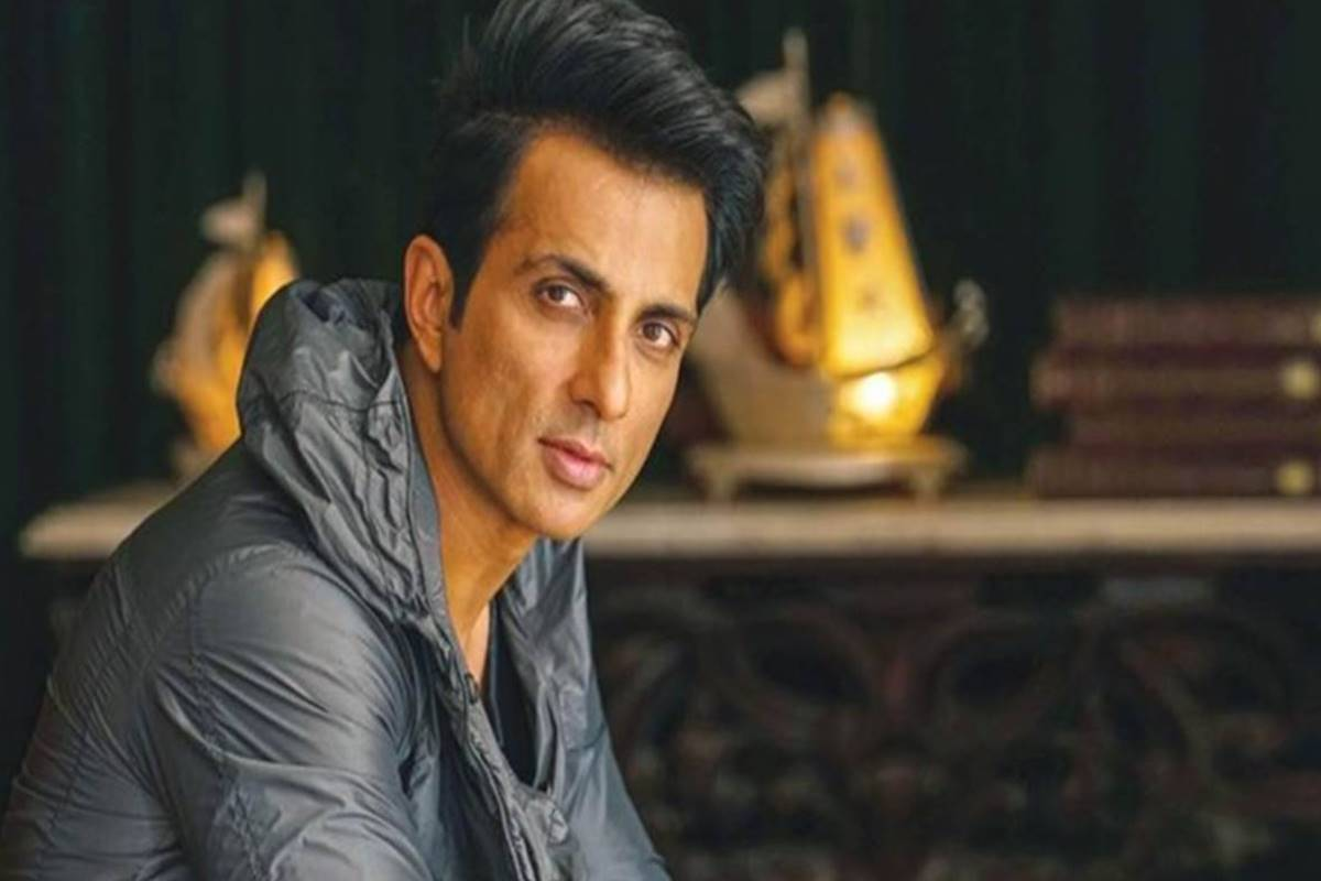 2020 done, Sonu Sood has new mission! Migrants' messiah will now deliver smartphones to poor students!