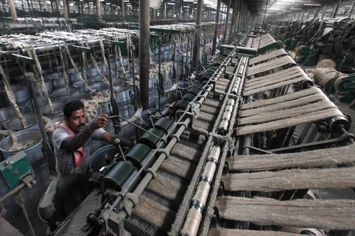 Scarcity of raw jute forces four mills in West Bengal to halt ops, more may follow